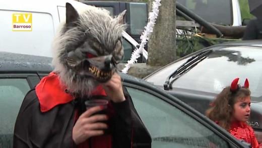 Carnaval em Cabril – Apesar da chuva a animação e os caretos marcaram presença – 2013